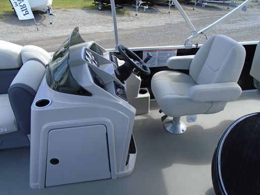 2020 Sylvan boat for sale, model of the boat is Mirage 8520 Cruise & Fish – For Sale – SYLP100 & Image # 4 of 9