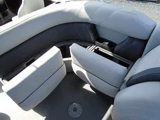2020 Sylvan boat for sale, model of the boat is Mirage 8520 Cruise & Fish – For Sale – SYLP100 & Image # 6 of 9
