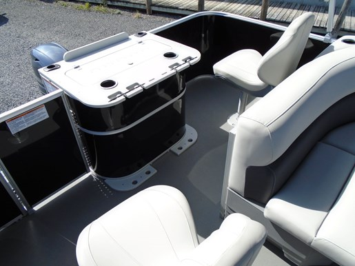 2020 Sylvan boat for sale, model of the boat is Mirage 8520 Cruise & Fish – For Sale – SYLP100 & Image # 7 of 9