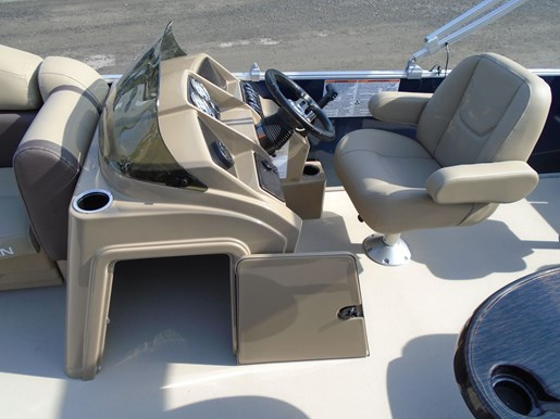 2020 Sylvan boat for sale, model of the boat is Mirage 8520 Cruise & Fish – For Sale – SYLP102 & Image # 4 of 10