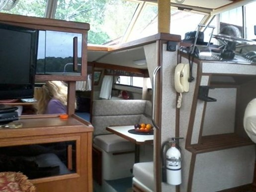 1985 Fairline boat for sale, model of the boat is 32 & Image # 4 of 7