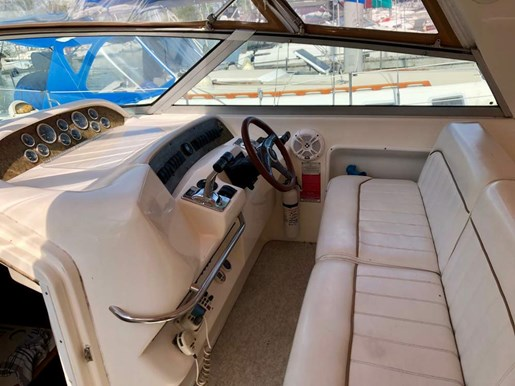 1997 Sea Ray boat for sale, model of the boat is 330 Sundancer M/C & Image # 4 of 7