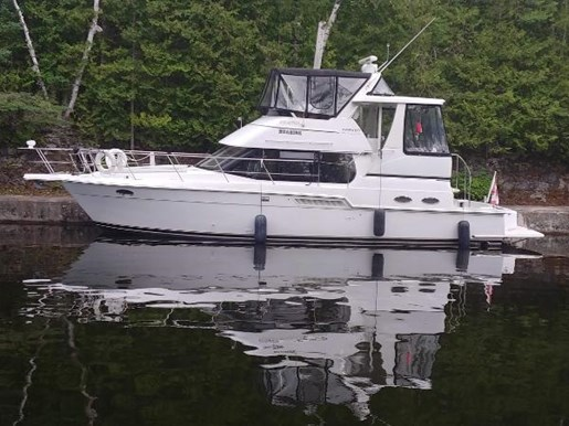 2001 Carver boat for sale, model of the boat is 404 Cockpit Motor Yacht & Image # 2 of 17