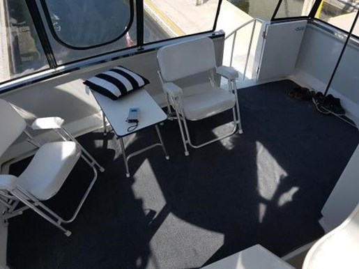 2001 Carver boat for sale, model of the boat is 404 Cockpit Motor Yacht & Image # 3 of 17