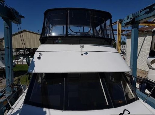 2001 Carver boat for sale, model of the boat is 404 Cockpit Motor Yacht & Image # 4 of 17