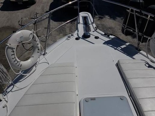 2001 Carver boat for sale, model of the boat is 404 Cockpit Motor Yacht & Image # 5 of 17