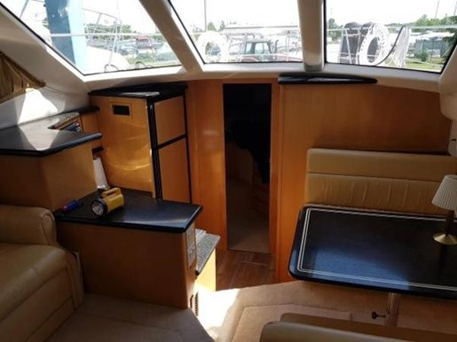 2001 Carver boat for sale, model of the boat is 404 Cockpit Motor Yacht & Image # 6 of 17