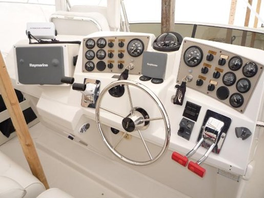 2001 Carver boat for sale, model of the boat is 404 Cockpit Motor Yacht & Image # 12 of 17