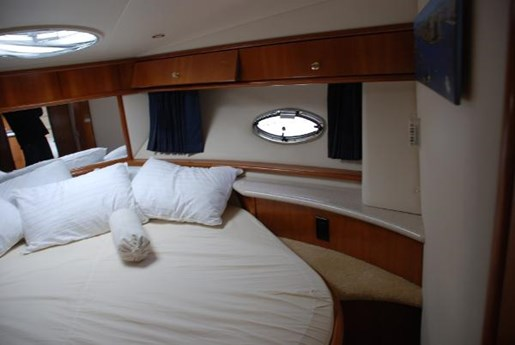 2002 Carver boat for sale, model of the boat is 396 Motor Yacht & Image # 8 of 26