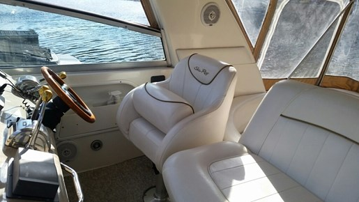 1999 Sea Ray boat for sale, model of the boat is 310 Sundancer & Image # 7 of 15