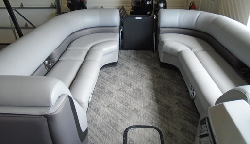 2020 Manitou boat for sale, model of the boat is 25 Oasis SR SHP 373 – For Sale – MAN127 & Image # 4 of 9