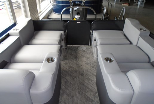 2020 Manitou boat for sale, model of the boat is 25 Oasis SR SHP 373 – For Sale – MAN127 & Image # 8 of 9