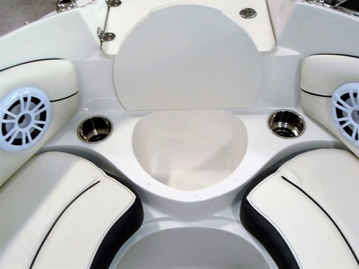 2020 Stingray boat for sale, model of the boat is 198 LX – For Sale – STR116 & Image # 4 of 10