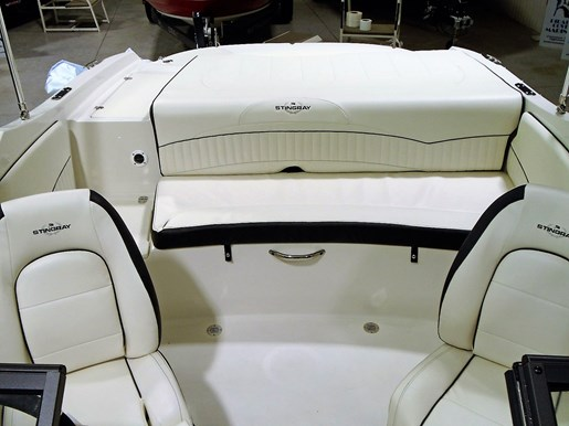 2020 Stingray boat for sale, model of the boat is 198 LX – For Sale – STR117 & Image # 5 of 10