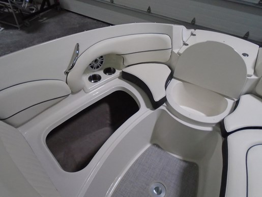 2020 Stingray boat for sale, model of the boat is 215 LR – For Sale – STR118 & Image # 4 of 15