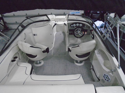 2020 Stingray boat for sale, model of the boat is 215 LR – For Sale – STR118 & Image # 5 of 15