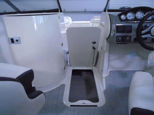 2020 Stingray boat for sale, model of the boat is 215 LR – For Sale – STR118 & Image # 13 of 15