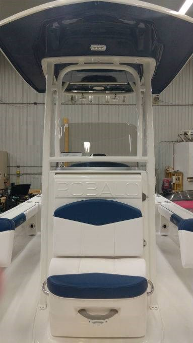 2018 Robalo boat for sale, model of the boat is 226 CAYMAN & Image # 2 of 7