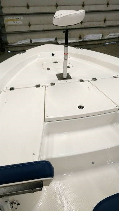 2018 Robalo boat for sale, model of the boat is 226 CAYMAN & Image # 4 of 7