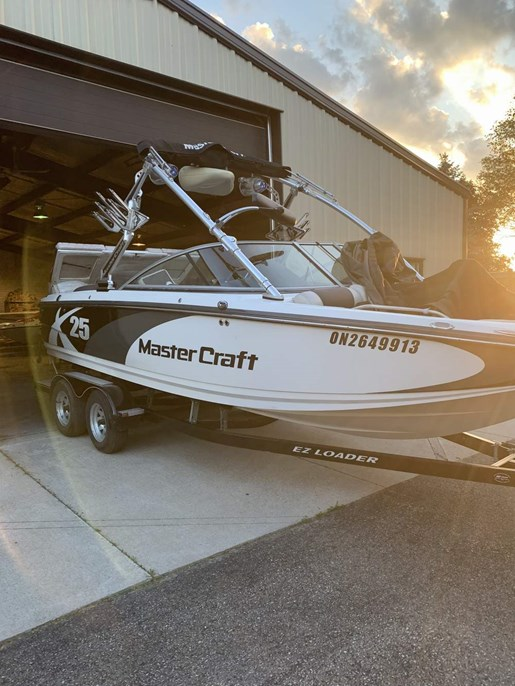 2011 Mastercraft boat for sale, model of the boat is X-25 & Image # 1 of 10