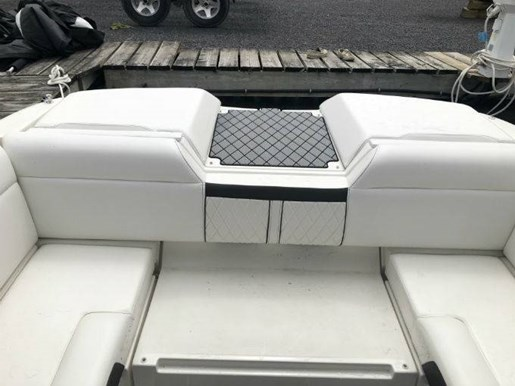 2018 Sea Ray boat for sale, model of the boat is SLX-W 230 & Image # 3 of 7