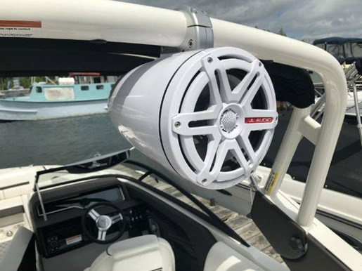 2018 Sea Ray boat for sale, model of the boat is SLX-W 230 & Image # 6 of 7