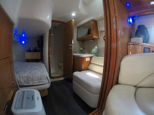 2002 Regal boat for sale, model of the boat is 4260 COMMODORE & Image # 8 of 23