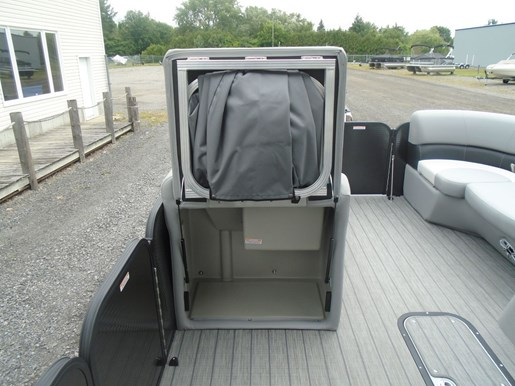 2021 Manitou boat for sale, model of the boat is 23 AURORA LE RF VP & Image # 5 of 7