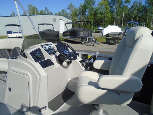 2021 Sylvan boat for sale, model of the boat is MIRAGE 8522 CLZ TRI-TOON & Image # 5 of 5