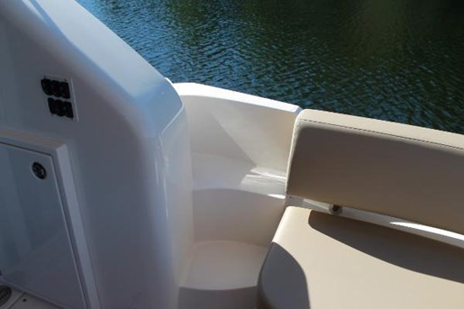 2017 Carver boat for sale, model of the boat is C37 & Image # 4 of 30