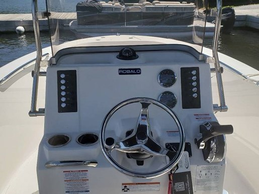 2020 Robalo boat for sale, model of the boat is R180 & Image # 3 of 5