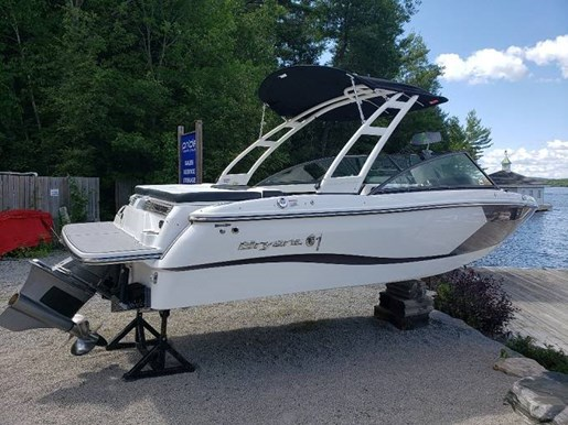 2021 Bryant boat for sale, model of the boat is C1 SURF & Image # 2 of 7