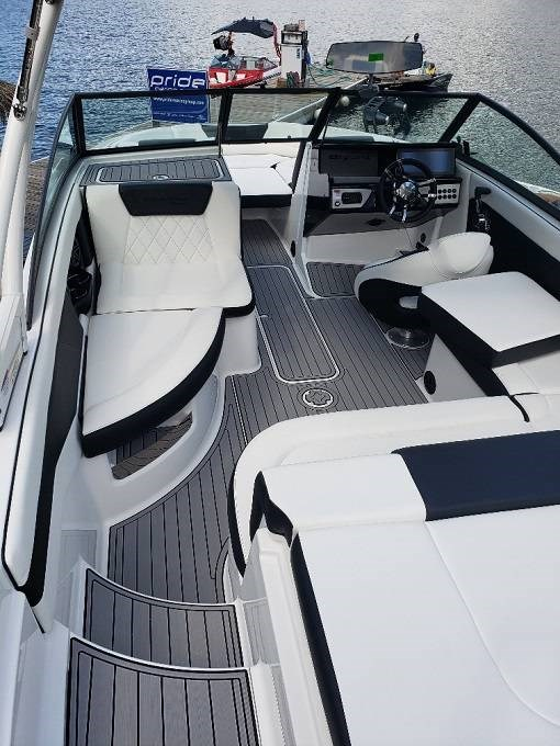 2021 Bryant boat for sale, model of the boat is C1 SURF & Image # 3 of 7