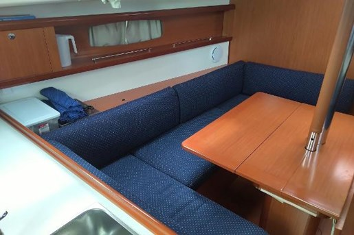 2009 Beneteau boat for sale, model of the boat is 34 & Image # 11 of 17