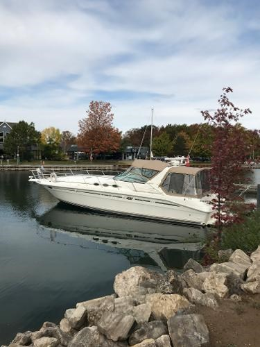1996 Sea Ray boat for sale, model of the boat is 400 Express Cruiser & Image # 2 of 19