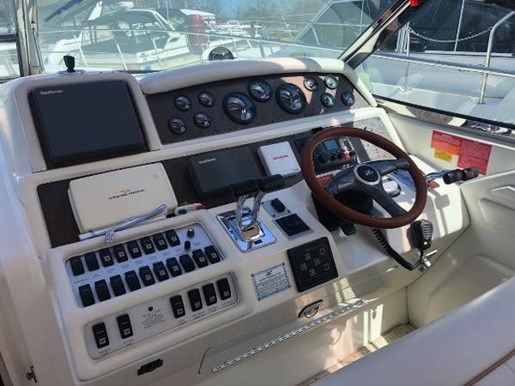 1996 Sea Ray boat for sale, model of the boat is 400 Express Cruiser & Image # 9 of 19