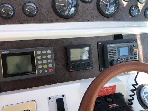 1996 Sea Ray boat for sale, model of the boat is 400 Express Cruiser & Image # 10 of 19