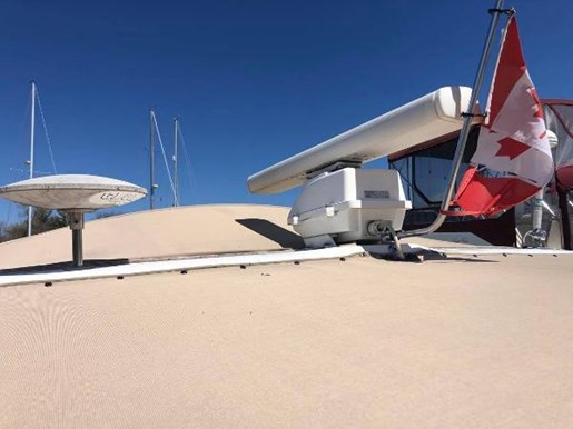 1996 Sea Ray boat for sale, model of the boat is 400 Express Cruiser & Image # 17 of 19