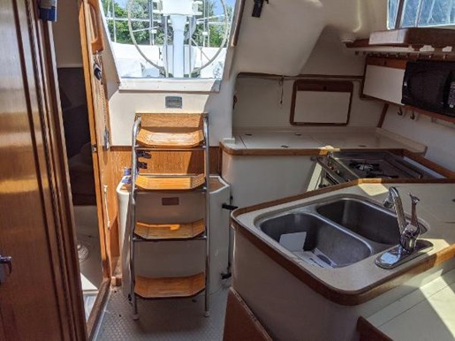 1997 Catalina Yachts boat for sale, model of the boat is 320 & Image # 3 of 20
