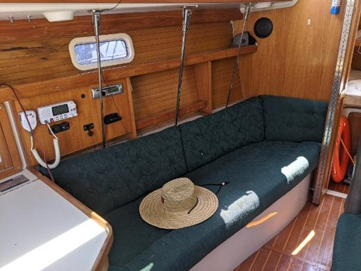 1997 Catalina Yachts boat for sale, model of the boat is 320 & Image # 4 of 20