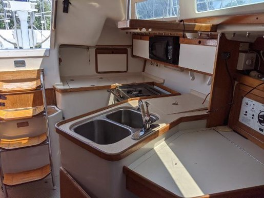 1997 Catalina Yachts boat for sale, model of the boat is 320 & Image # 9 of 20