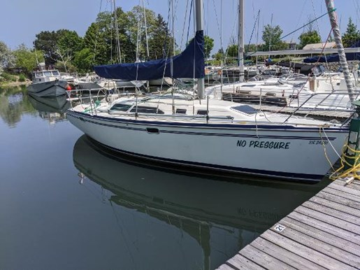 1997 Catalina Yachts boat for sale, model of the boat is 320 & Image # 15 of 20