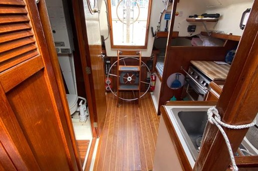 1980 Nonsuch boat for sale, model of the boat is Classic 30 & Image # 4 of 10