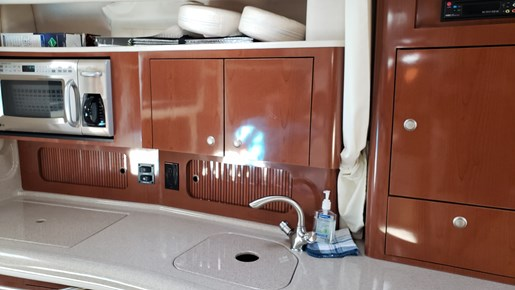 2008 Sea Ray boat for sale, model of the boat is 320 Sundancer & Image # 14 of 23