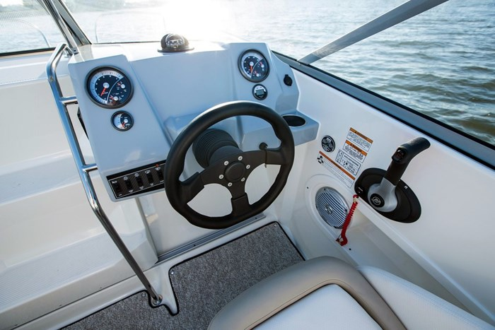 bayliner 642 helm