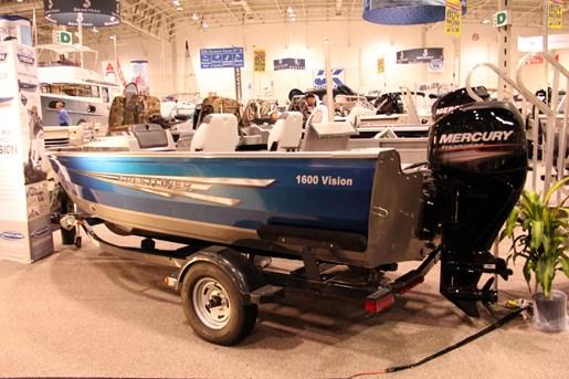 crestliner 1600 vision trailer stern