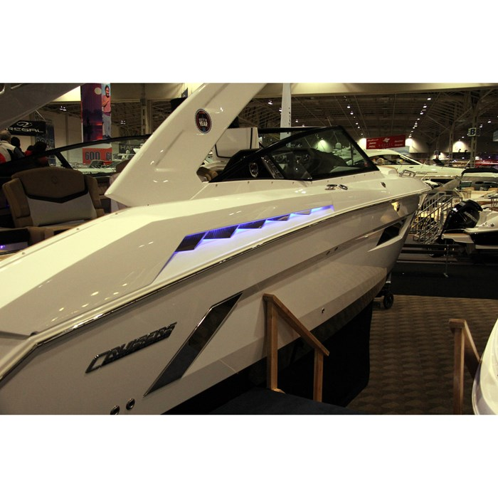 2014 Cruisers Yachts 328 Sport Series Bowrider Boat Review
