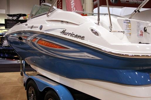 hurricane sundeck sd 2000 logo