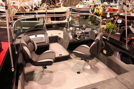 lund 1675 crossover xs layout