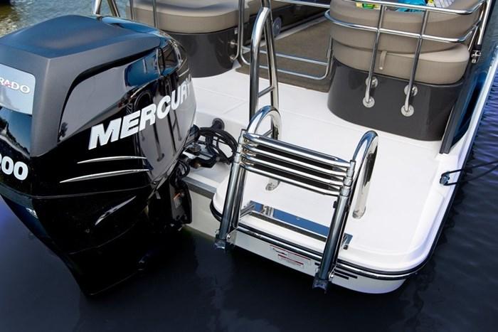 bayliner element xr7 mercury engine
